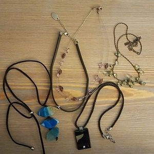 Set of 5 different necklaces